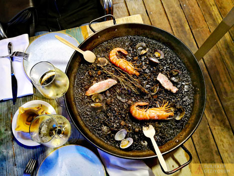 black-rice-paella-xiringuito-escriba