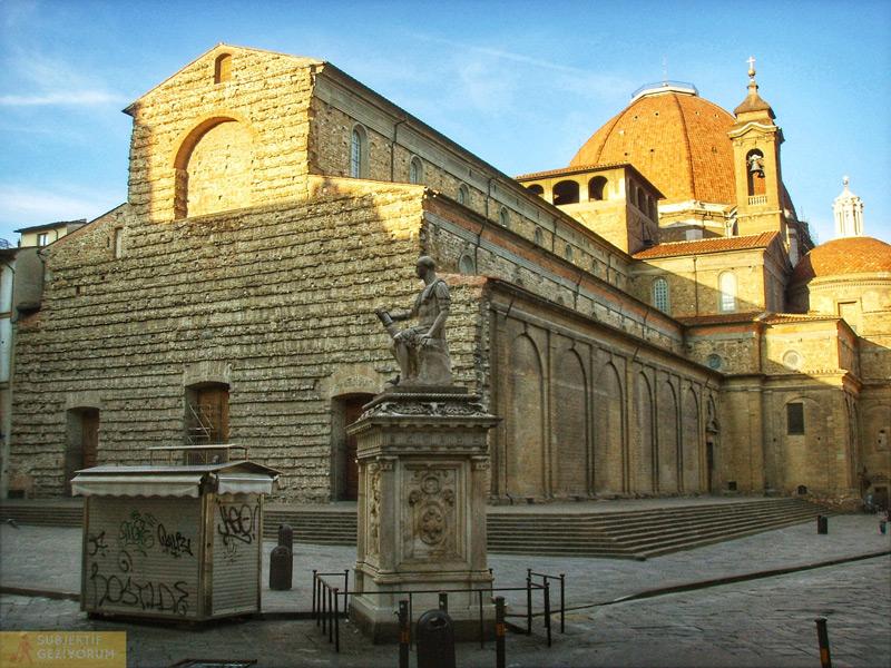 San-lorenzo-bazilikasi-dis-gorunus