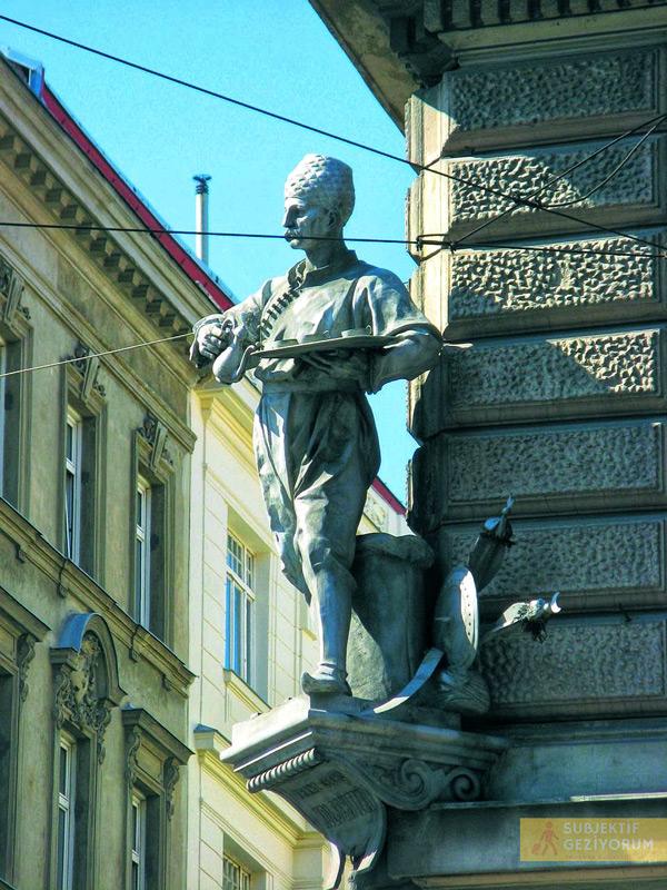Franciszek-Kulczycki-heykeli-viyana-kahve