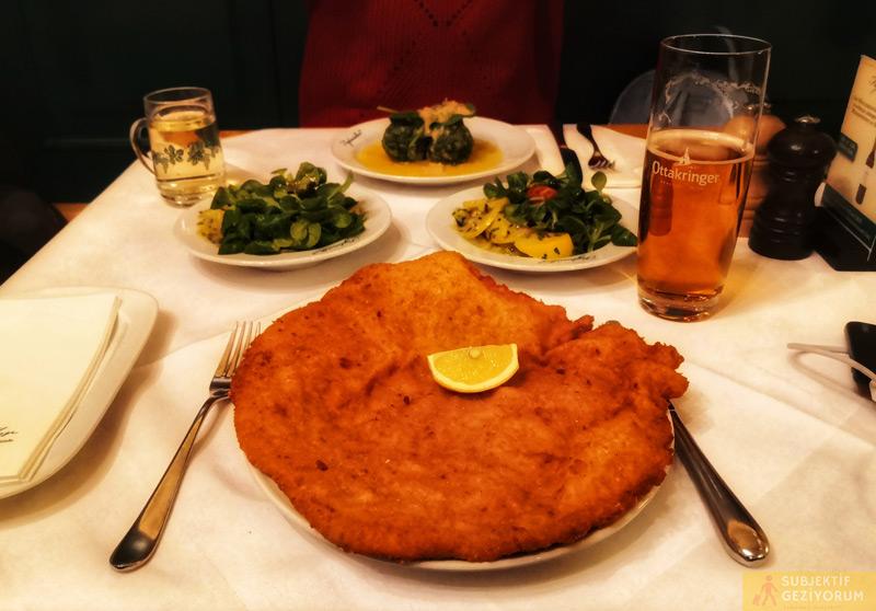 figlmuller-sinitzel-patates-salatasi-viyana-yeme-icme